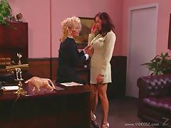 Teri Starr & Angelica Sin lick cunts in office in hardcore lesbian clip