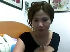 Chinese MILF cums loud.