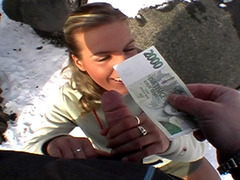 Tight chick takes her cash then fucks with stranger in a snowy public place