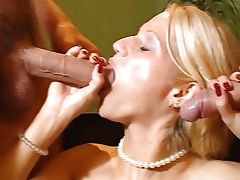 Blonde Luna Double anal in the office