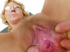 Anna shows absent her unsahved puss in the cam