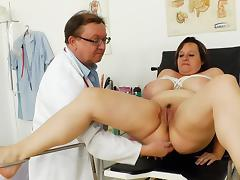 Full-grown BBW pamper Olena doing a analeptic exam