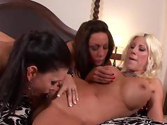 Jessica Jaymes and Tiffany Brookes are licking naked pussies