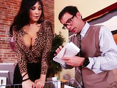 Astounding Diana Prince Gives A Naughty Blowjob To The Mail Man