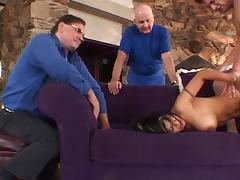 Hot Latin housewife gets her pussy licked by a young stud